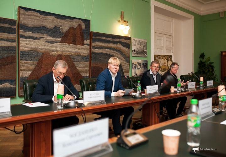 12 разгневанных мужчин. Обсуждение нацпрограммы развития ДВ прошло во Владивостоке.