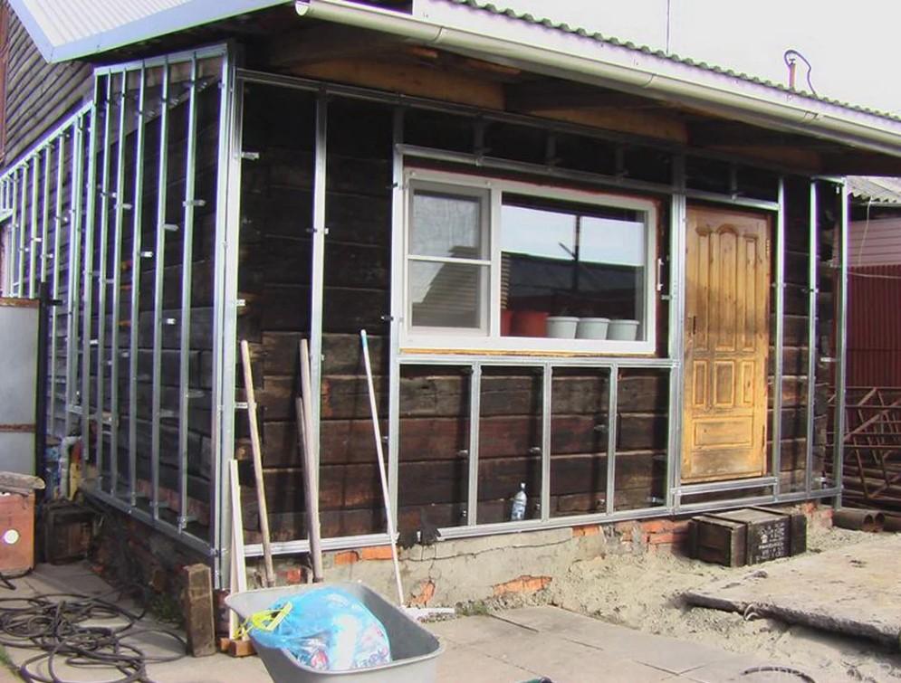Стоит ли строить дом из шпал?